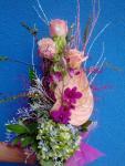 Kytica s ružovou antúriou a ružami