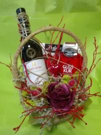 Náhľad - Biele víno s dezertom a kozmetikou