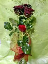 Náhľad - Kytica z troch ruží so srdiečkom