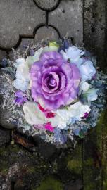 Náhľad - Aranžmán v zaliatej miske s fialovou ružou a kamienkom