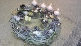 Náhľad - Vianočný veniec/adventny/ so sviečkami v sklenených svietnikoch