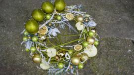 Náhľad - Zelený adnentny veniec so sušeným ovocím