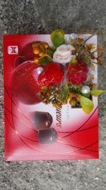 Náhľad - Čokoládové višňové  pralinky zdobené ružičkou a jahodou