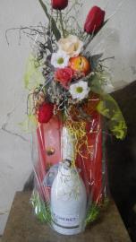 Náhľad - Fľaša šampanského  J.P. Chenet a dezertu v darčekovom balení s tulipánmi a jabĺčkom