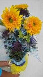 Náhľad - Modro žltá kytica s tromi slnečnicami