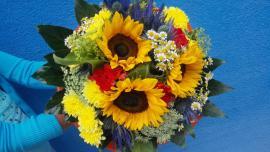 Náhľad - Okrúhla žltá letná kytica so slnečnicami,chryzantemami a karafiatmi