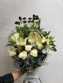 Náhľad - Smútočná živá kytica s bielymi antúriami