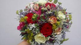 Náhľad - Okrúhla kytica s farebnými ružami