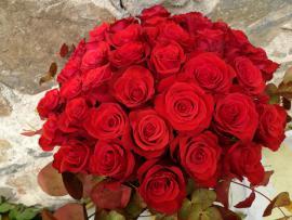 Náhľad - Kytica z 40 červených ruží so zeleňou