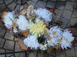 Náhľad - Aranžmán s chryzantemami a jesennými listami