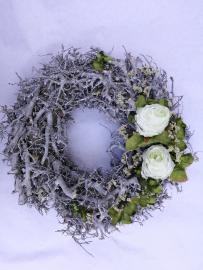 Náhľad - Veniec s dvomi bielymi ružičkami