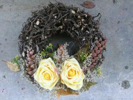 Náhľad - Veniec so žltými ružami/základ z kmeňov bonsaiov/