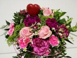 Náhľad - Kytica s ružovými ružami, karafiátmi, alstromériami a srdiečkom