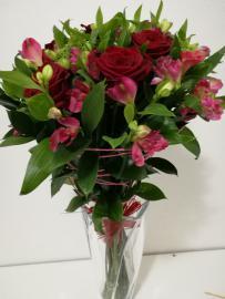 Náhľad - Kytica s červenými ružami 7ks a alstromériami