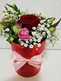 Náhľad - Červený kvetinový box s romantickou kytičkou